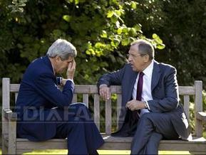 Serghei Lavrov şi John Kerry, pe o bancă din Paris. (foto: Mediafax)