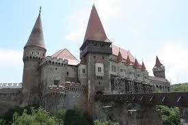 De ce și cȃnd va ȋnchis pentru 4 zile Castelul Corvinilor (foto:turistik.ro)