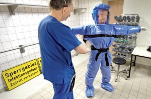 Costume de protecţie împotriva Ebola, la Cluj.