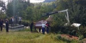 Femei de 380 kg,  înmormântată cu macaraua
