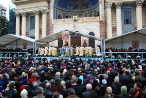 Incidente la moaștele Sfintei Parascheva. Peste 250 de pelerini au avut nevoie de ȋngrijiri medicale (foto:crestin-ortodox.ro)