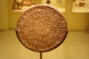 Discul din Phaistos a fost descifrat. Vezi cum au fost traduse hieroglifele! (foto:ancient.eu)