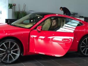 Halep a intrat în posesia automobilului Porsche Carrera