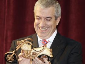 Cum îl ceartă alegătorii pe Călin Popescu Tăriceanu.