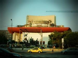 Modernizarea clădirii Teatrului Naţional din Bucureşti a costat 100 de milioane de euro, susține premierul Victor Ponta.