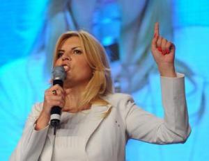 Elena Udrea îi amenință pe aleși.