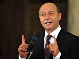 Traian Băsescu l-a felicitat pe Klaus Iohannis.