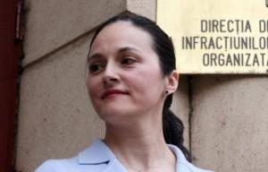 Alina Bica o trage după ea și pe Oana Vasilescu.