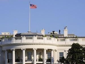 SUA: Secret Service a reținut o persoană înarmată ce a încercat să intre în Casa Albă (foto:observator.tv)