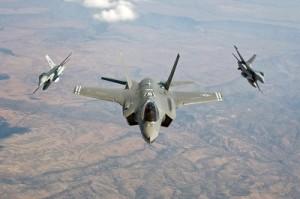 NATO suplimentează prezenţa militară în Europa de Est.