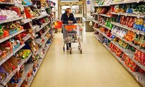 Marii retaileri, acuzați de practici anticoncurenţiale.