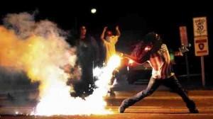 SUA: Proteste violente în Los Angeles privind cazul din Ferguson (foto:latimes.com)