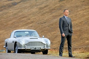 Mașinile lui James Bond, furate.