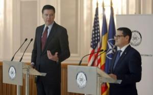 Directorul FBI, James Comey, si Eduard Hellvig, directorul SRI