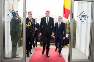 Iohannis l-a instalat în funcţie pe noul director al SRI, Eduard Hellvig