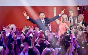 Andrezj Duda a castigat alegerile prezidentiale din Polonia