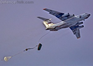Il-76_dropping_BMD-1