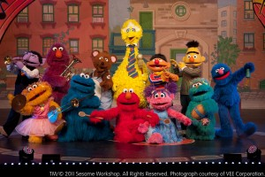 Sesame Street Live - Elmo makes music