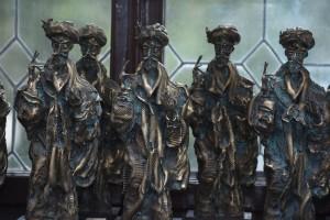 Statuie care reprezintă imaginea lui Constantin Brâncoveanu, realizată de sculptorul Ioan Bolborea.