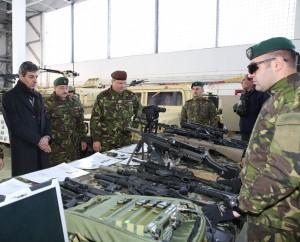 Ministrul apărării naţionale, Mihnea Motoc, şi şeful Statului Major General, generalul Nicolae Ciucă, au vizitat unităţi militare din garnizoana Buzău - foto Valentin Ciobîrcă