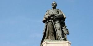 statuia-lui-alexandru-ioan-cuza-din-iasi-spalata-inainte-de-ziua-unirii-