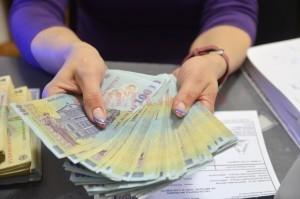 Revista presei. Ministrul Finanțelor: Salariu minim crește de la 1 mai revista presei