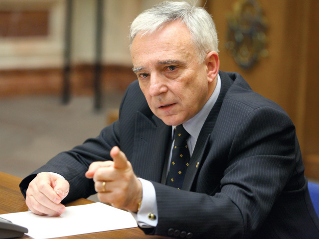 Mugur Isărescu: Situaţia economică este delicată, dar nu în abis