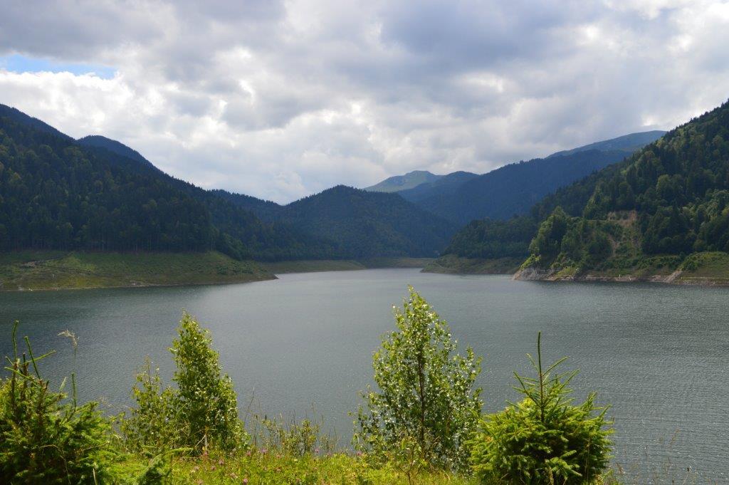 Destinație premium pentru cunoscători-lacul Gura Apelor (FOTO)