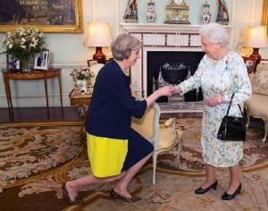 Theresa May si regina