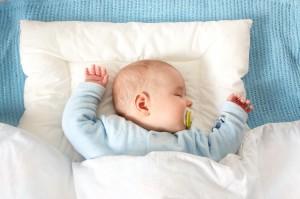 Un scurt ghid pentru achizitionarea unui patut pentru bebe perfect. Tot ce trebuie sa stii