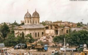 Demolarea Bisericii Sf Vineri in 1987 (foto) poza zilei