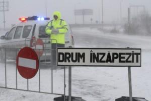Circulatia rutiera este inchisa din cauza conditiilor meteorologice nefavorabile, pe autostrada A2, la iesirea din Bucuresti, sambata, 25 ianuarie 2014. GABRIEL PETRESCU / MEDIAFAX FOTO