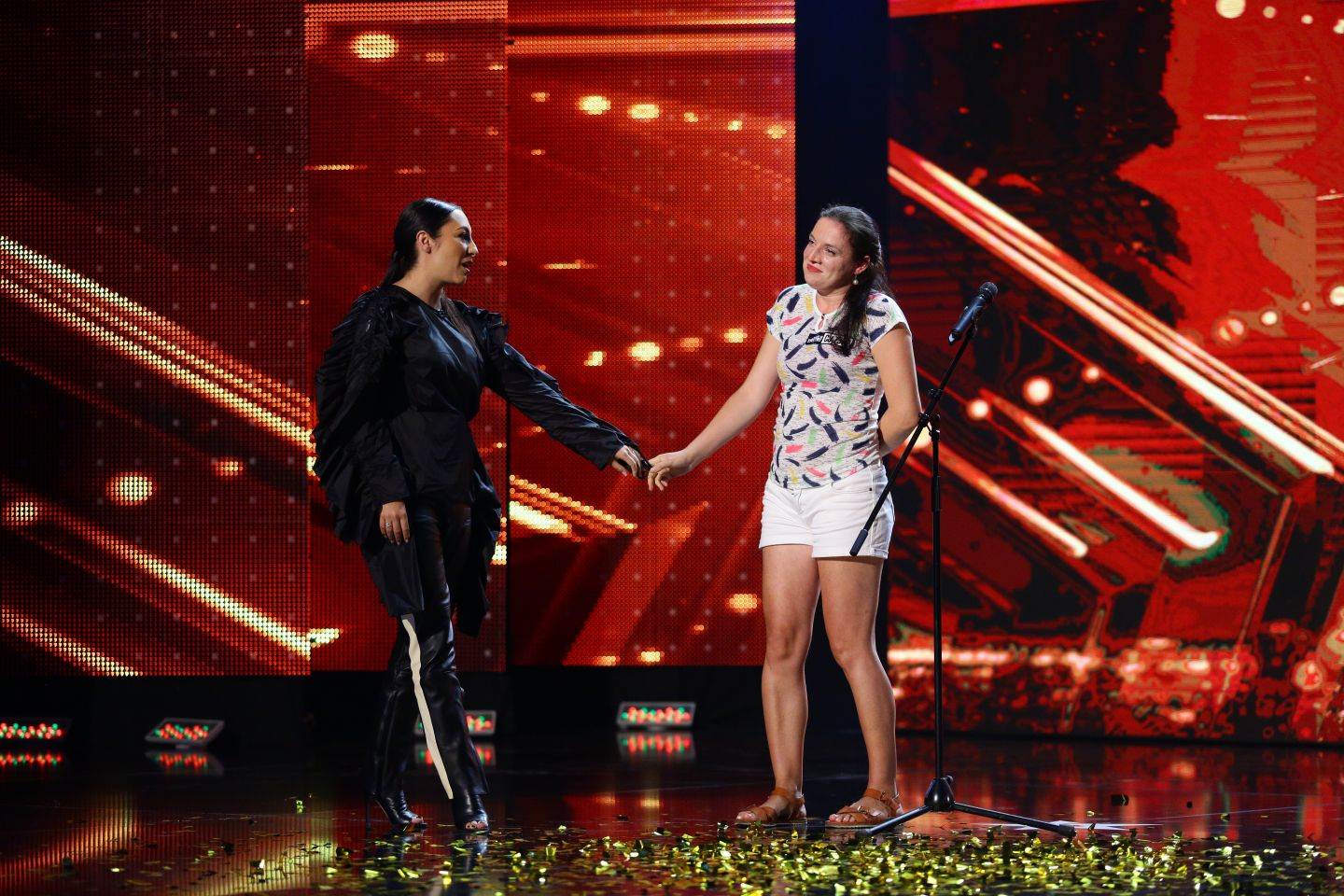 Romanii au talent.Paula Rad, femeie de serviciu care a luat golden buzz (video)