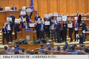 Deputații PNL și USR au cerut în plenul Camerei demisia Guvernului și alegeri anticipate politica interna