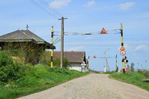Trecere la nivel cale ferată electrificată cu drum judetean