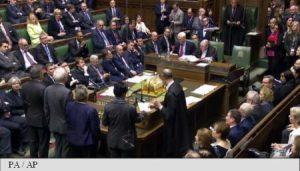 Deputații britanici autorizează Brexitul geopolitica