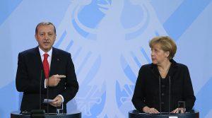 Erdogan o acuză pe Merkel că a recurs la practici naziste externe