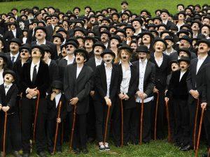 662 de imitatori ai lui Charlie Chaplin (foto) poza zilei