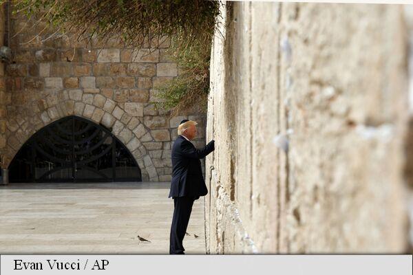 Trump, primul președinte american la Zidul Plângerii