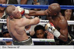 Mayweather l-a învins prin KO tehnic pe McGregor