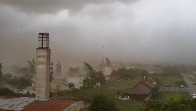 Alertă meteo de furtuni în toată ţara