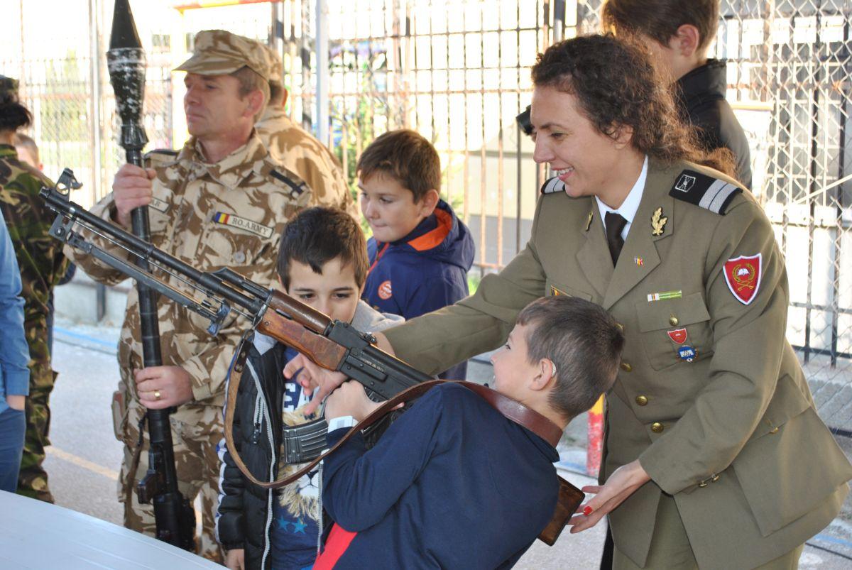 Armata ia cu asalt şcolile