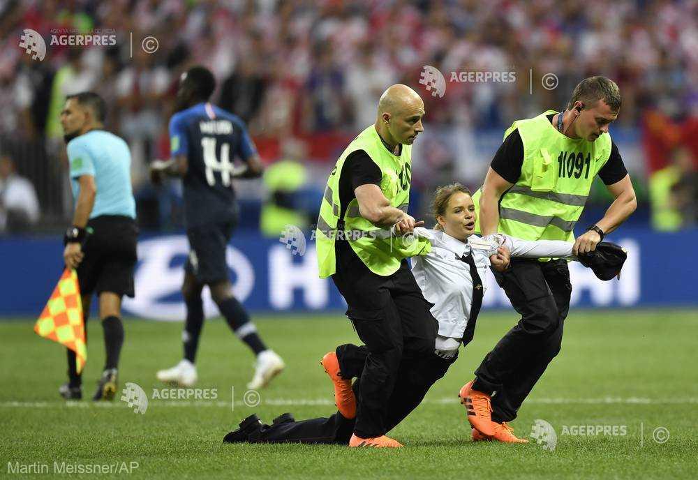 Activistele Pussy Riot au revendicat incidentul din timpul finalei Cupei Mondiale