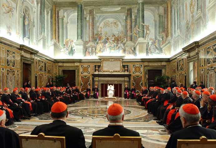 Câți preoţi de la Vatican ar fi homosexuali