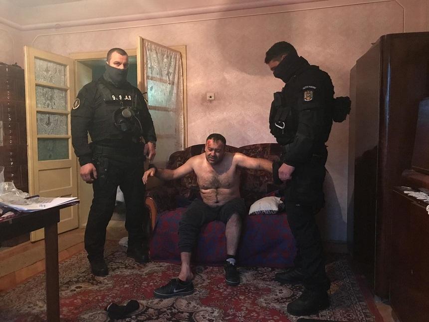 Ucigaşul poliţistului din Timiş s-a sinucis în penitenciar