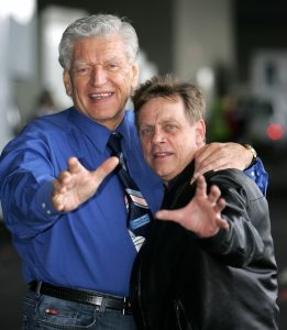 Dave Prowse (Darth Vader) și Mark Hamill (Luke Skywalker), la un eveniment dedicat filmelor Star Wars. Foto: Profimedia Images